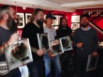 "In Flames: placca di platino per il singolo ""Deliver Us"""